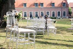 Décoration, arche et chaises de cérémonie laique extérieur