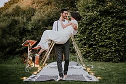 sortie des mariés après la cérémonie laïque