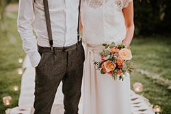 Couple mariage avec bouquet