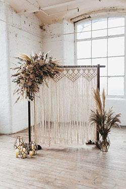 Arche bohème avec crochet attrape rêve et fleurs