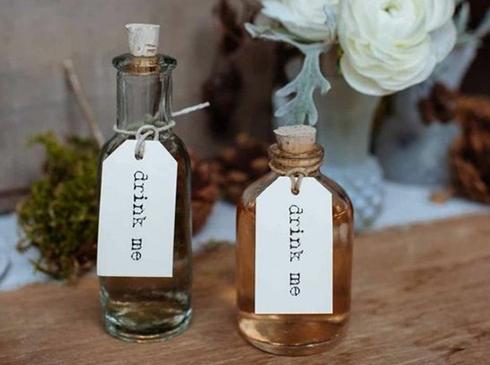 Mini bouteille Alice au pays des merveilles cadeaux invités