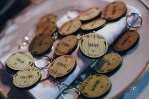 cadeau invite porte clef bois