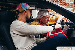 "Shooting d'inspiration pour un mariage ""Back to 80's"", Doc à bord de sa DeLorean DMC-12"