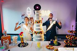 Pièce montée originale et décoration Candy bar pour un mariage inspiration back to 80s