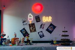 Inspiration décoration candy bar pour un mariage pop et coloré
