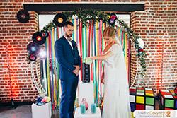 Rituel de cérémonie laïque, cérémonie du sable pour un mariage sur le thème back to 80s
