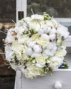 Bouquet de fleurs et fleurs de coton