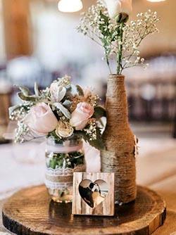 Centre de table en bouteille et fleurs naturelles