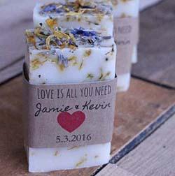 savon DIY fleurs avec emballage carton personnalisé