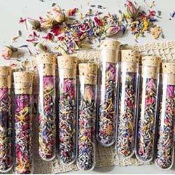 fiole de thé aux fleurs cadeaux invités