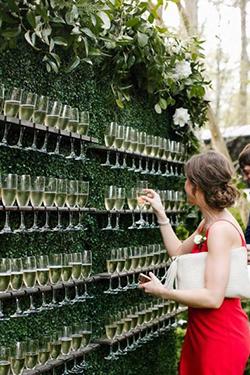 mur de flutes à champagne