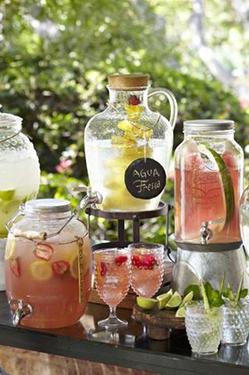 bars: fontaines de limonades avec verres
