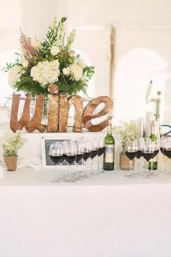 bars :buffet de vin rouge