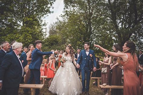 Sortie des mariés - La ferme de la Motte Dorée, Béthune