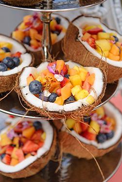 salade de fruit en coque de noix de coco